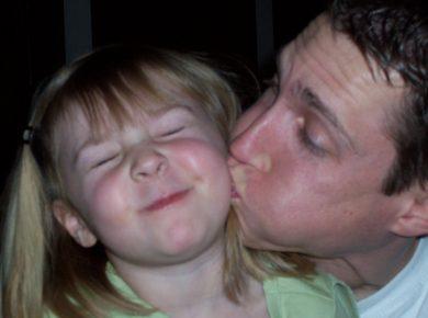 qué hacer cuando nuestro hijo se niega a dar besos